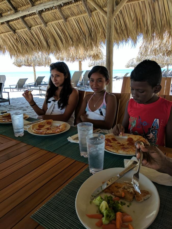 Brenda, Naty, Josue